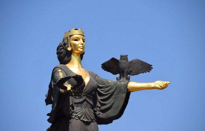 Статуя София
