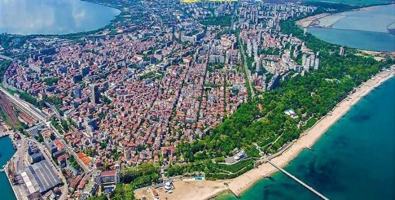 Бургас крупнейший Болгарский город на Черном море, привлекательное место для туристов