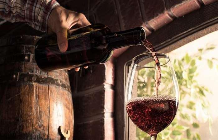 Красное Болгарское вино