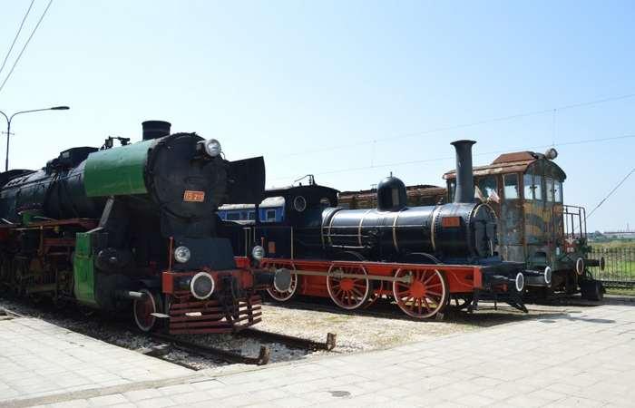 Старые поезда в музее транспорта и сообщений