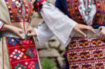 Народные костюмы из шести фольклорных регионов Болгарии