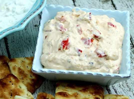 Салат с творогом и запеченным перцем (болг. Родопска салата)